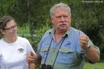 Brian erklärt Andi die Bedeutung des Zweiges für die Uhreinwohner